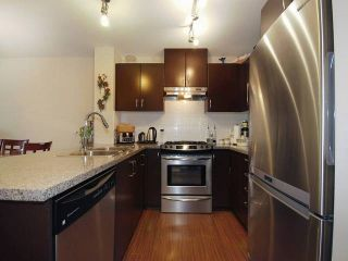 """Photo 8: 418 3110 DAYANEE SPRINGS BL in Coquitlam: Westwood Plateau Condo for sale in """"LEDGEVIEW"""" : MLS®# R2118967"""