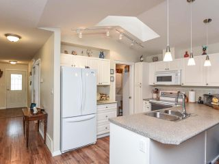 Photo 3: 110 2077 St Andrews Way in COURTENAY: CV Courtenay East Row/Townhouse for sale (Comox Valley)  : MLS®# 825107