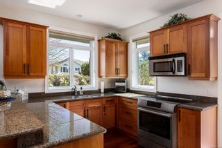 Photo 6: 2323 Malaview Ave in : Si Sidney North-East House for sale (Sidney)  : MLS®# 871805