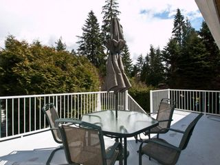 """Photo 4: 4720 RAMSAY Road in North Vancouver: Lynn Valley House for sale in """"Upper Lynn"""" : MLS®# V883000"""