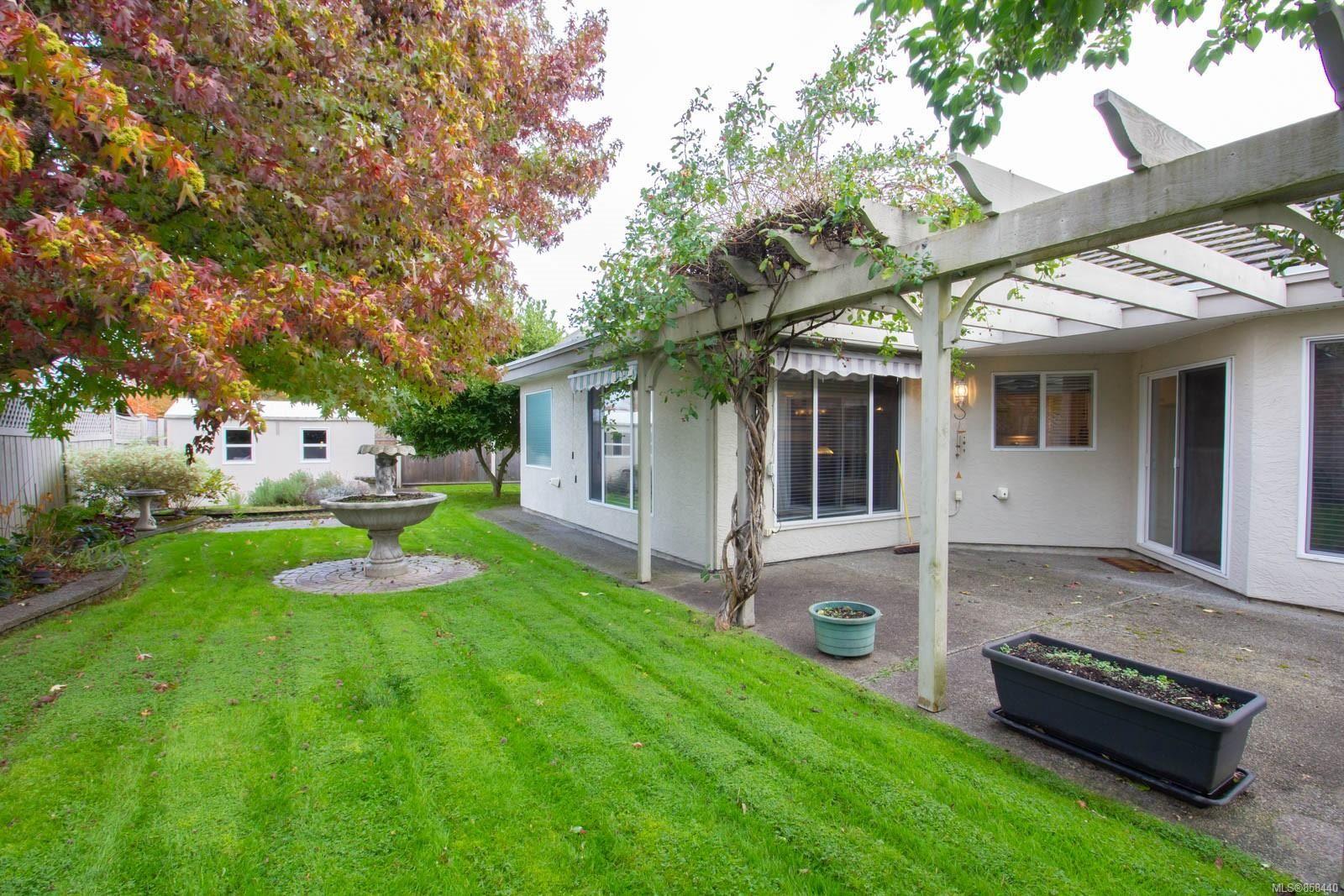Photo 27: Photos: 798 Devon Pl in : PQ Qualicum Beach House for sale (Parksville/Qualicum)  : MLS®# 858440