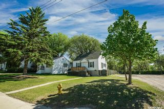 Photo 2: 1302 2nd Avenue North in Saskatoon: Kelsey/Woodlawn Residential for sale : MLS®# SK866937