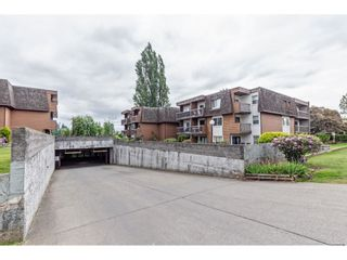 """Photo 3: 209 33870 FERN Street in Abbotsford: Central Abbotsford Condo for sale in """"Fernwood Mannor"""" : MLS®# R2580855"""