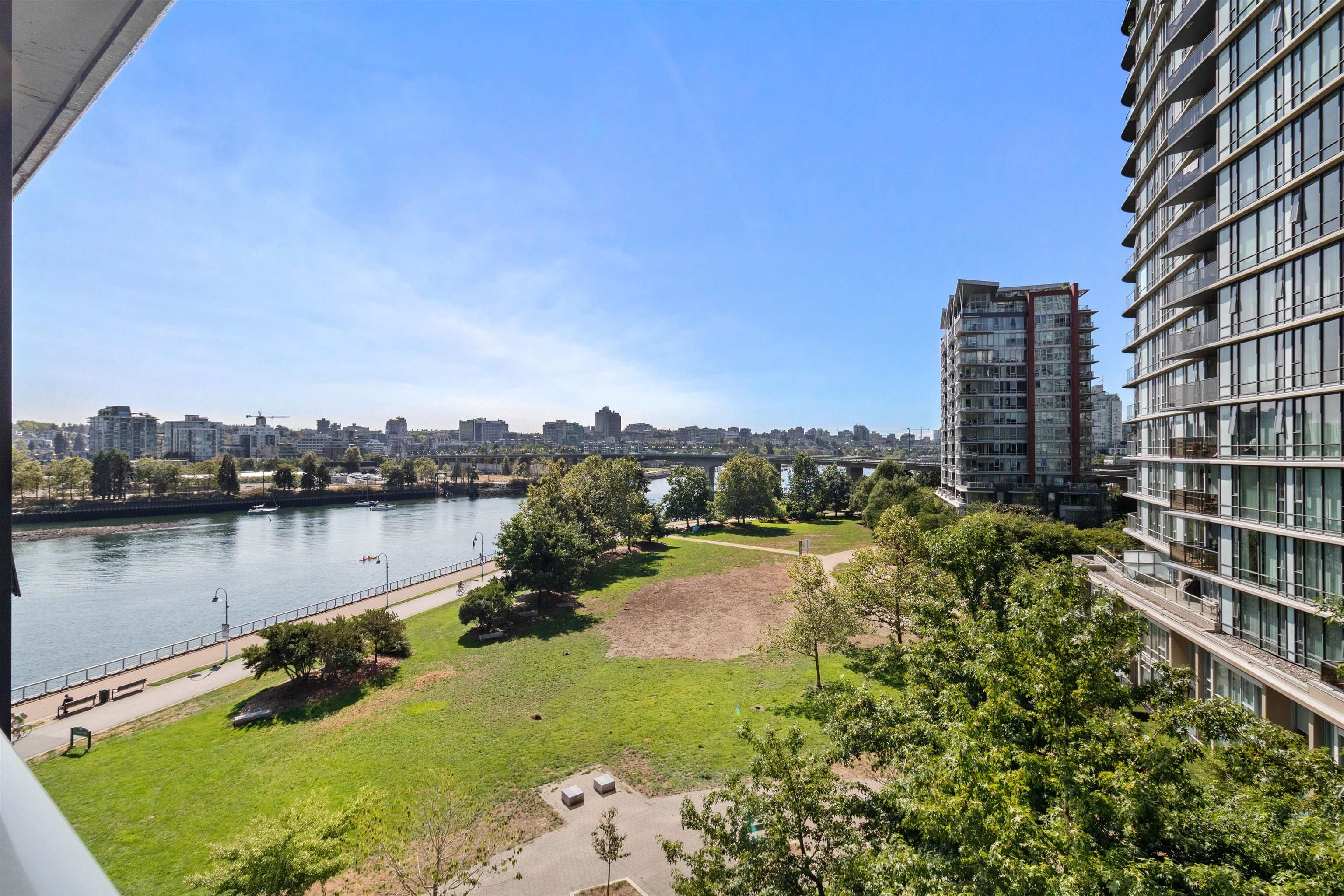Main Photo: 705 8 SMITHE Mews in Vancouver: Yaletown Condo for sale (Vancouver West)  : MLS®# R2612133