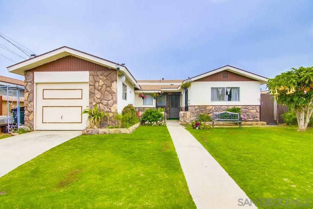 Main Photo: IMPERIAL BEACH House for sale : 3 bedrooms : 1523 Ionian Street in San Diego