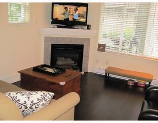 "Photo 4: 9 123 7TH Street in New Westminster: Uptown NW Townhouse for sale in ""ROYAL CITY TERRACE"" : MLS®# V796259"