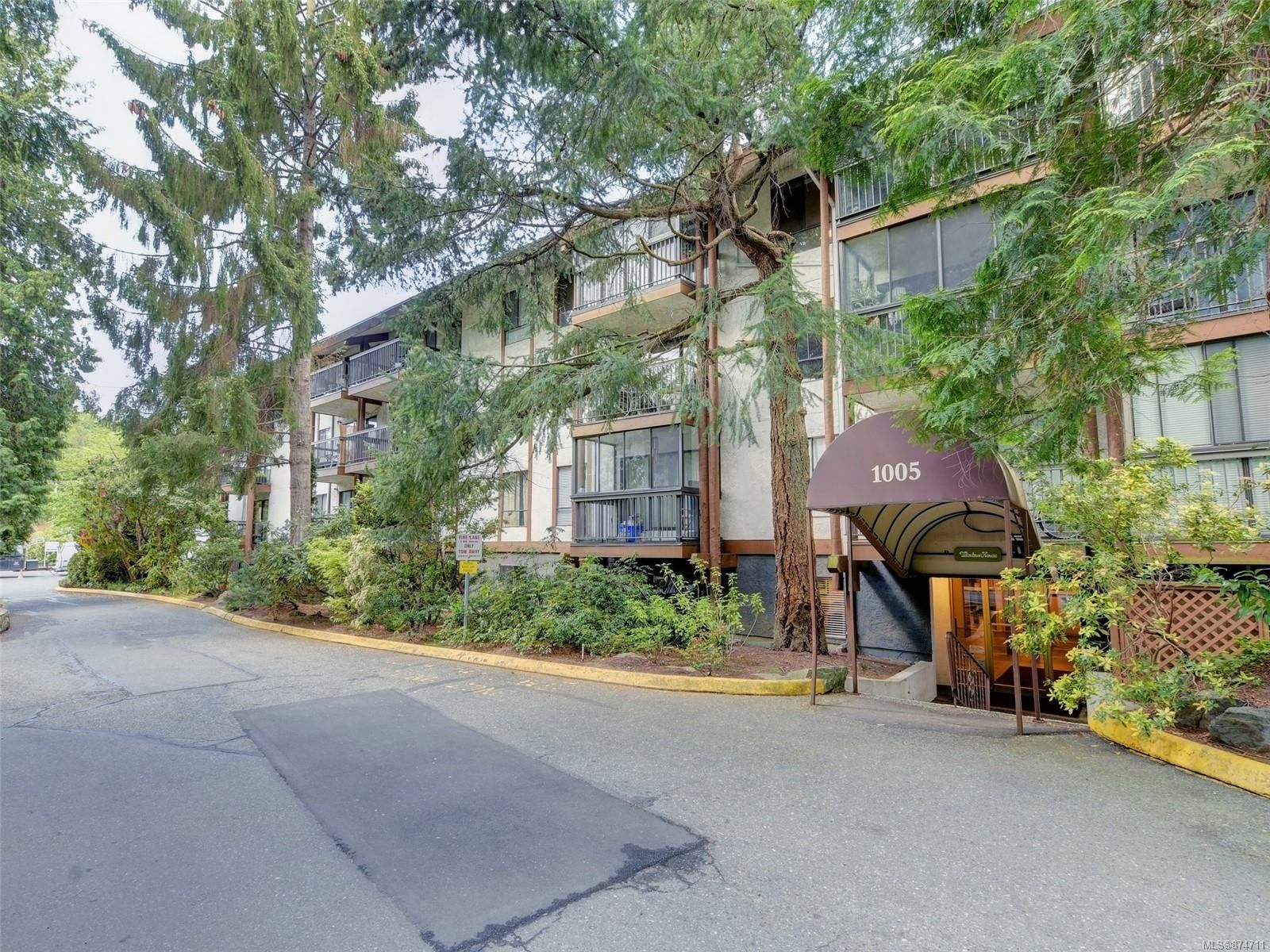 Main Photo: 105 1005 McKenzie Ave in : SE Quadra Condo for sale (Saanich East)  : MLS®# 874711