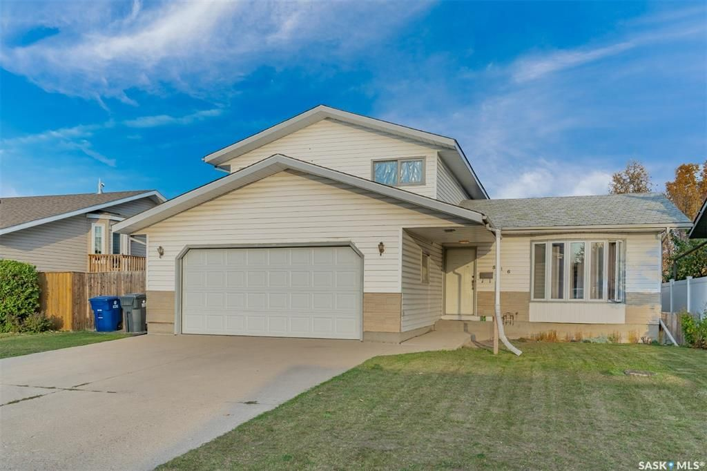 Main Photo: 516 8th Avenue North in Warman: Residential for sale : MLS®# SK872081