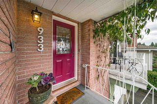 Photo 3: 933 KINSAC Street in Coquitlam: Coquitlam West House for sale : MLS®# R2518051