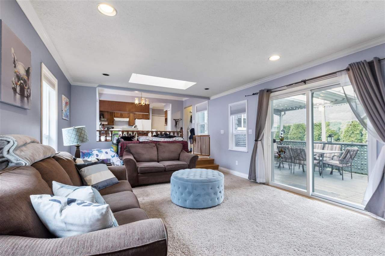 Photo 3: Photos: 1913 EDINBURGH Street in New Westminster: West End NW House for sale : MLS®# R2547519