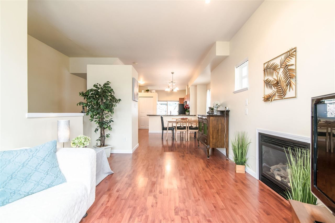 """Photo 3: Photos: 4 935 EWEN Avenue in New Westminster: Queensborough Townhouse for sale in """"COOPERS LANDING"""" : MLS®# R2355621"""