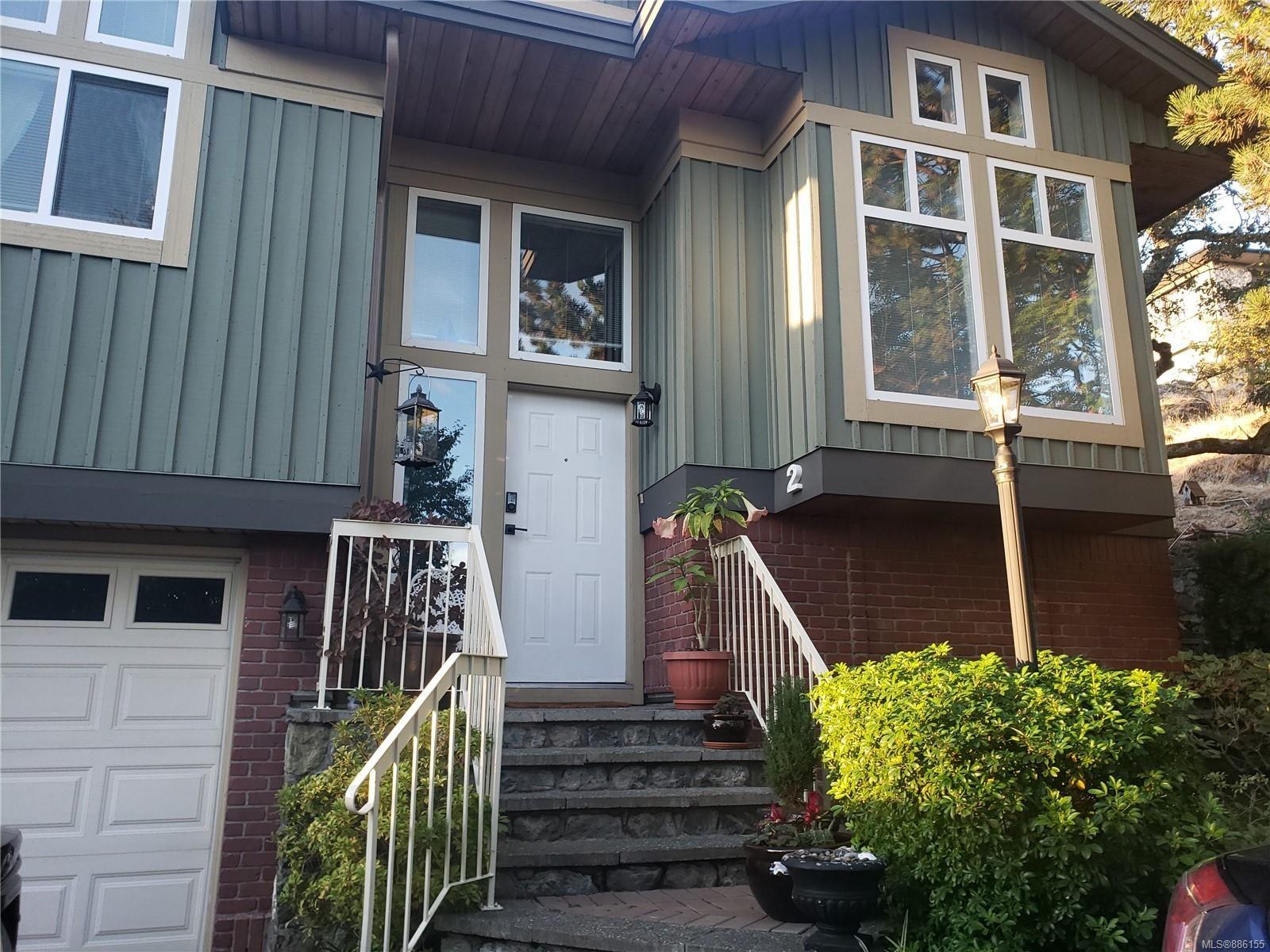 Main Photo: 2 3955 Oakwinds St in : SE Cedar Hill Row/Townhouse for sale (Saanich East)  : MLS®# 886155
