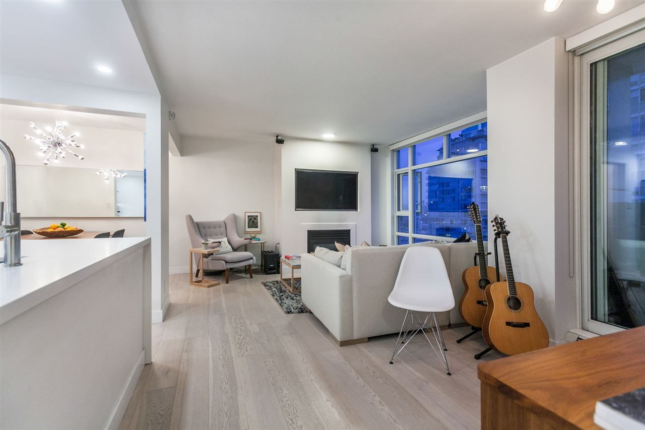 Main Photo: 1607 1199 MARINASIDE CRESCENT in Vancouver: Yaletown Condo for sale (Vancouver West)  : MLS®# R2298087