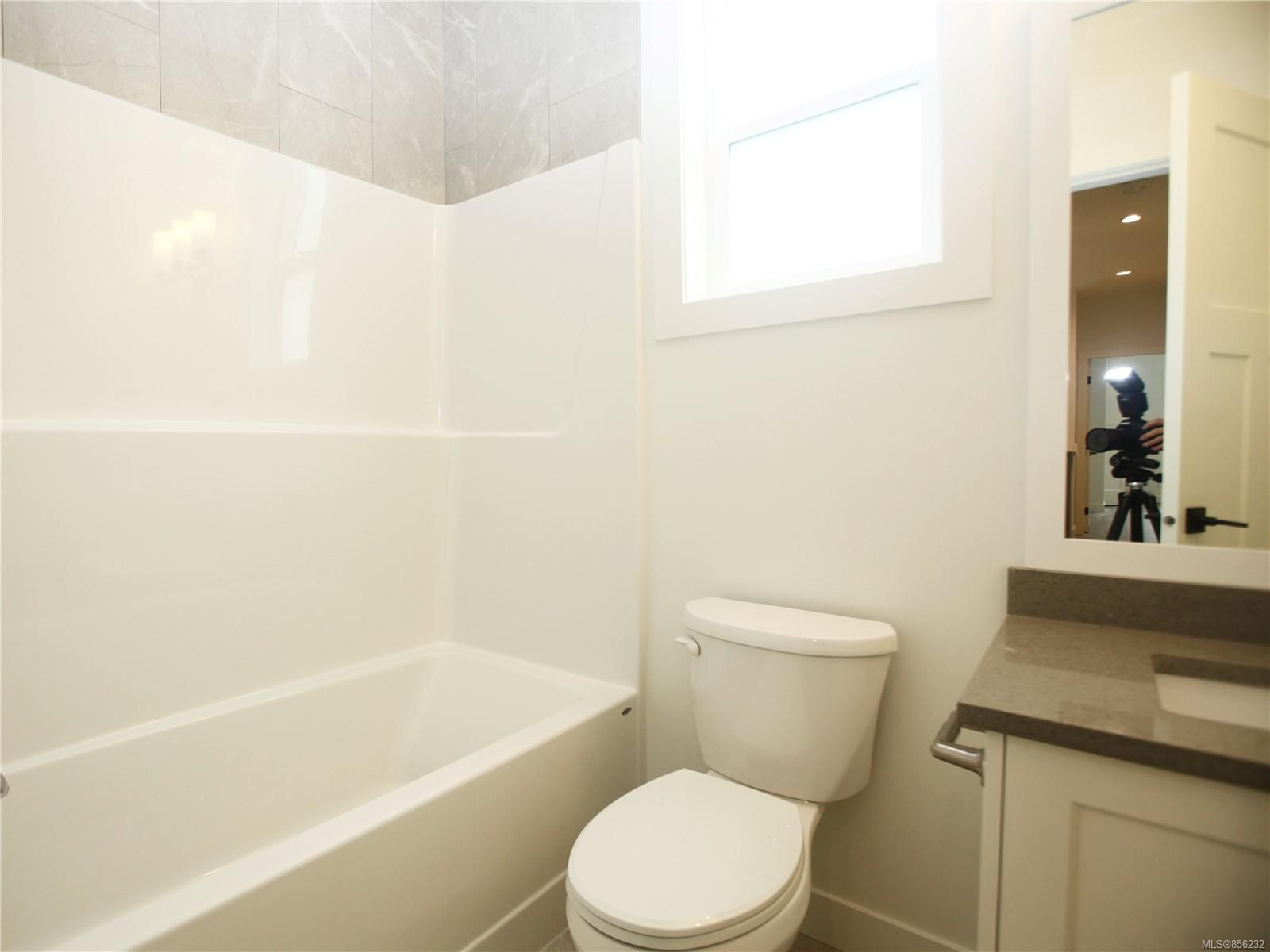 Photo 15: Photos: 596 Lance Pl in : Na University District House for sale (Nanaimo)  : MLS®# 856232