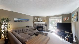 """Photo 6: 10573 HOLLY PARK Lane in Surrey: Guildford Townhouse for sale in """"Holly Park Lane"""" (North Surrey)  : MLS®# R2461825"""