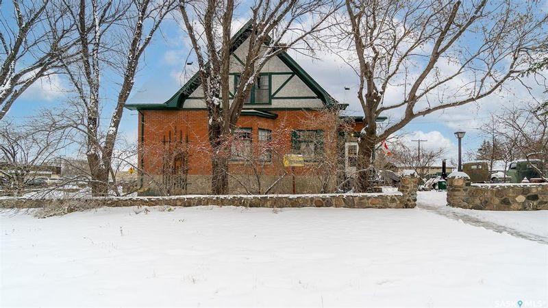 FEATURED LISTING: 459 Lillooet Street West Moose Jaw