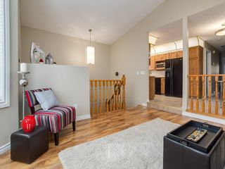 Photo 3: 13 SHAWGLEN Court SW in Calgary: Shawnessy House for sale : MLS®# C4142331