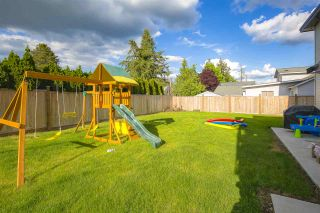 """Photo 33: 17349 58 Avenue in Surrey: Cloverdale BC House for sale in """"CLOVERDALE"""" (Cloverdale)  : MLS®# R2456848"""
