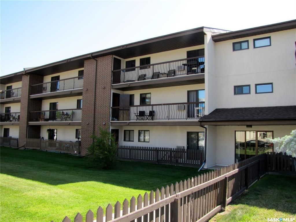 Main Photo: 204 215 Tait Place in Saskatoon: Wildwood Residential for sale : MLS®# SK839488