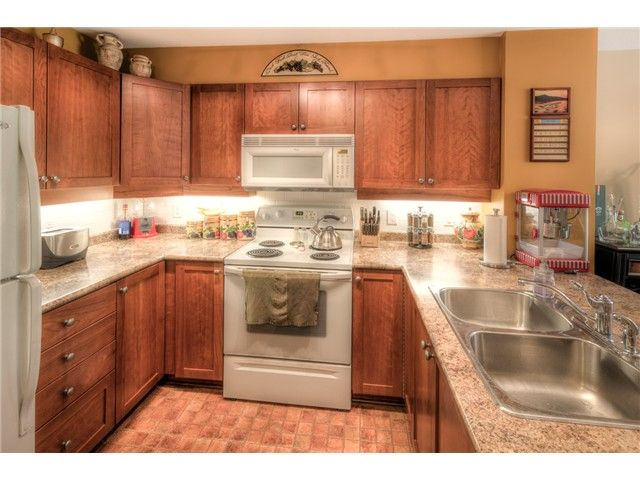 """Photo 2: Photos: 202 625 PARK Crescent in New Westminster: GlenBrooke North Condo for sale in """"WESTHAVEN"""" : MLS®# V1065412"""