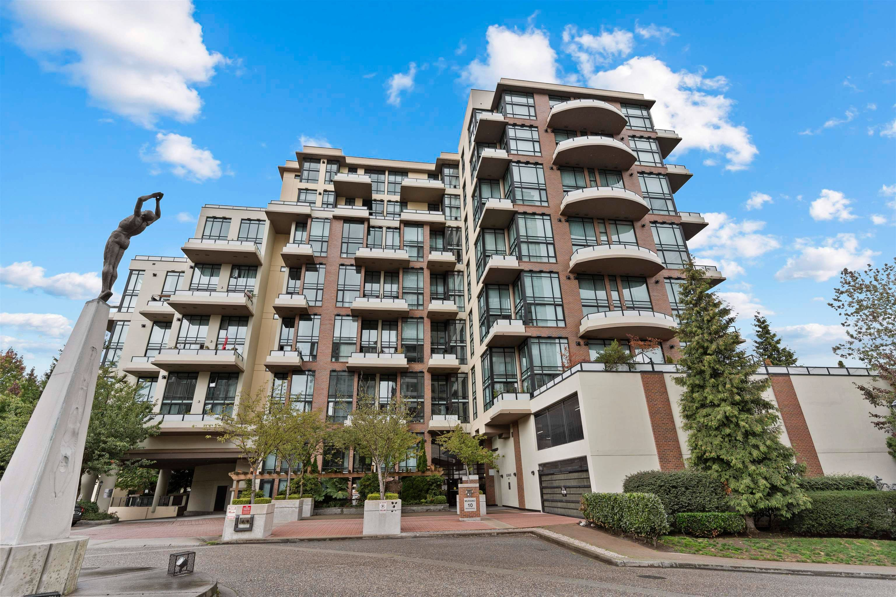 Main Photo: 508 10 RENAISSANCE Square in New Westminster: Quay Condo for sale : MLS®# R2621598