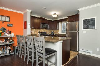"""Photo 6: 24 6238 192 Street in Surrey: Cloverdale BC Townhouse for sale in """"Bakerview Terrace"""" (Cloverdale)  : MLS®# R2232209"""