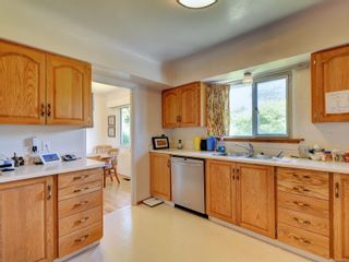 Photo 3: 3205 Carman St in : SE Camosun House for sale (Saanich East)  : MLS®# 878227