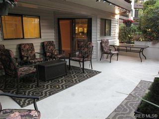 Photo 15: 111 1560 Hillside Ave in VICTORIA: Vi Oaklands Condo for sale (Victoria)  : MLS®# 682375