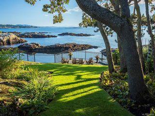 Photo 1: 3065 Surrey Rd in Oak Bay: OB Uplands House for sale : MLS®# 838744