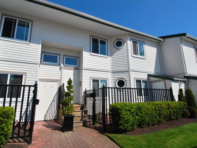 Main Photo: 5 12915 16 Avenue in Surrey: Crescent Bch Ocean Pk. Townhouse for sale (South Surrey White Rock)  : MLS®# F2815551