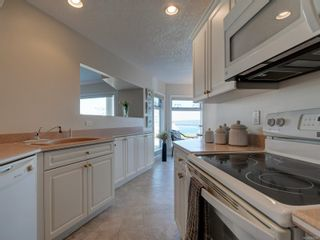 Photo 11: 402 2550 Bevan Ave in : Si Sidney South-East Condo for sale (Sidney)  : MLS®# 860006