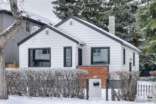 Photo 1: 218 19 Avenue NW in Calgary: Tuxedo Park Detached for sale : MLS®# A1073840