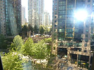"""Photo 21: 613 1333 W GEORGIA Street in Vancouver: Coal Harbour Condo for sale in """"Qube"""" (Vancouver West)  : MLS®# V1024937"""