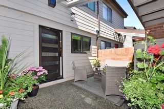 "Photo 2: 4041 VINE Street in Vancouver: Quilchena Townhouse for sale in ""ARBUTUS VILLAGE"" (Vancouver West)  : MLS®# R2183985"
