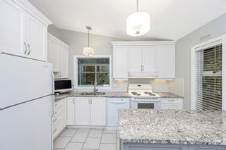 Photo 11: 1670 Barrett Dr in North Saanich: NS Dean Park House for sale : MLS®# 886499