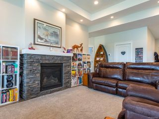 Photo 10: 3342 Solport St in CUMBERLAND: CV Cumberland House for sale (Comox Valley)  : MLS®# 842916