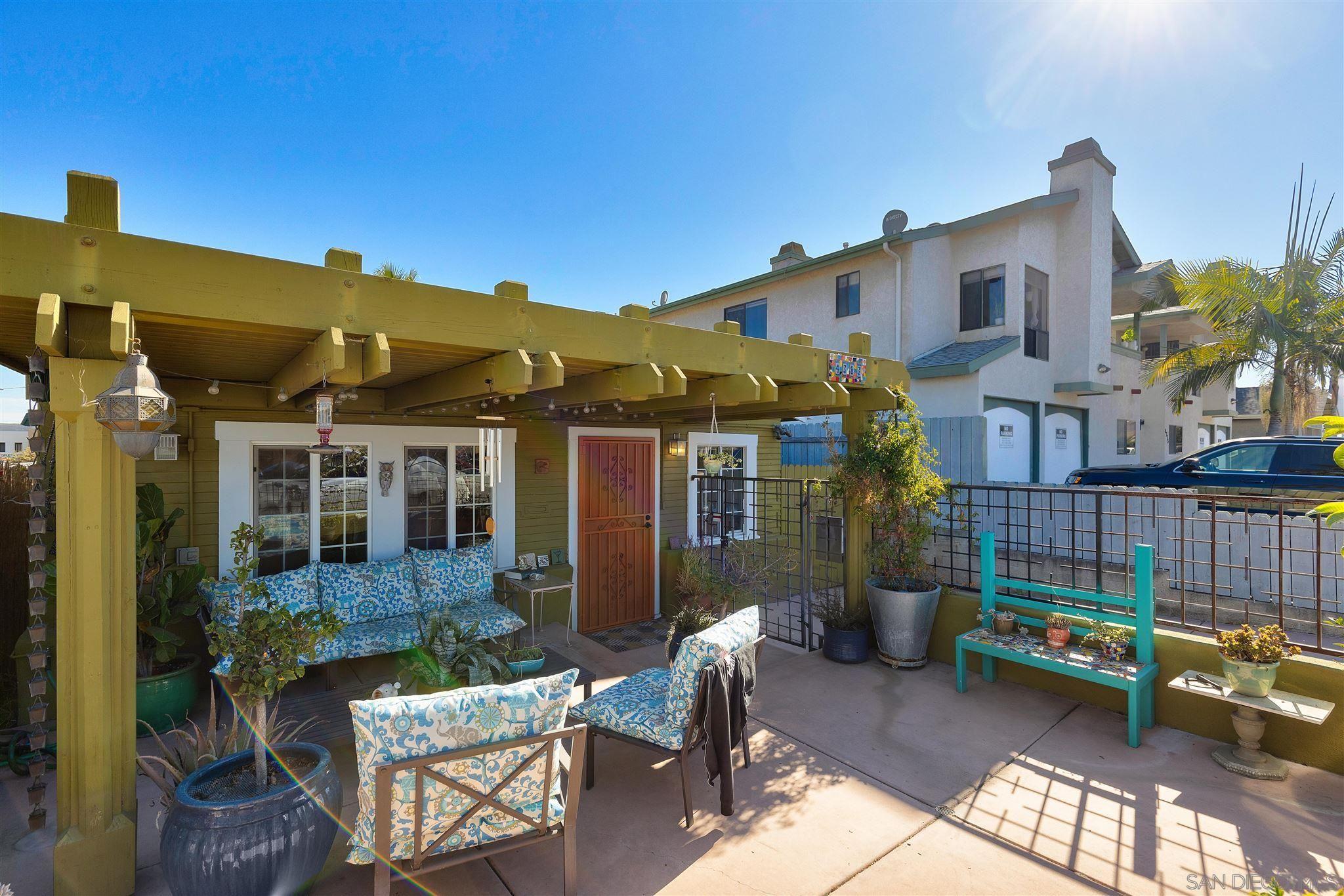 Main Photo: KENSINGTON House for sale : 2 bedrooms : 4383 Van Dyke in San Diego