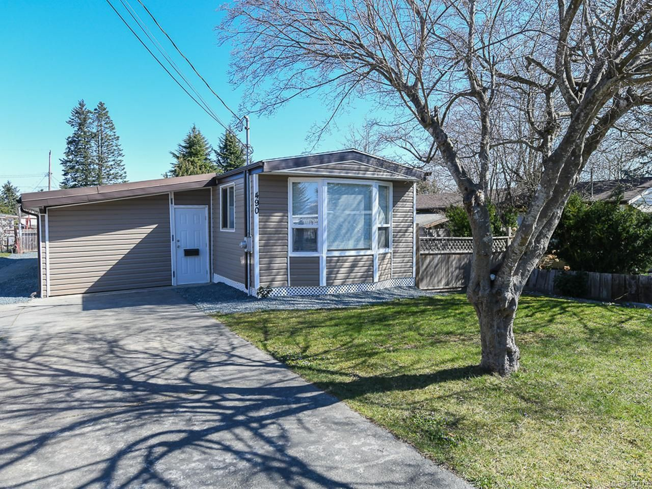 Main Photo: 490 Upland Ave in COURTENAY: CV Courtenay East Manufactured Home for sale (Comox Valley)  : MLS®# 837379