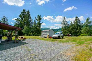 Photo 3: 41521 HENDERSON Road: Columbia Valley House for sale (Cultus Lake)  : MLS®# R2383034