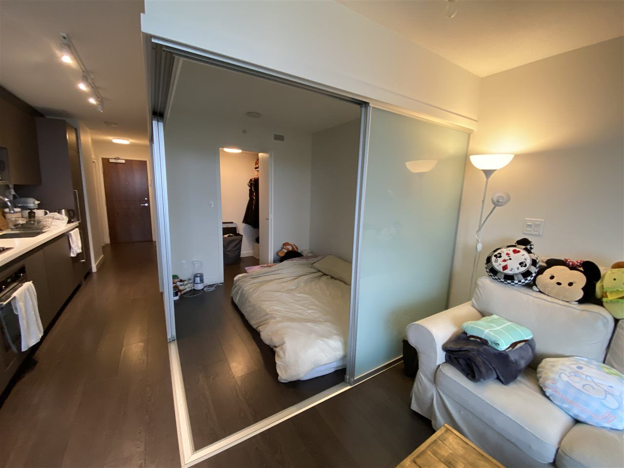 """Photo 9: Photos: 2211 13696 100 Avenue in Surrey: Whalley Condo for sale in """"PARK AVENUE WEST"""" (North Surrey)  : MLS®# R2536114"""
