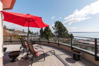 """Photo 21: 14342 SUNSET Drive: White Rock House for sale in """"White Rock Beach"""" (South Surrey White Rock)  : MLS®# R2590689"""