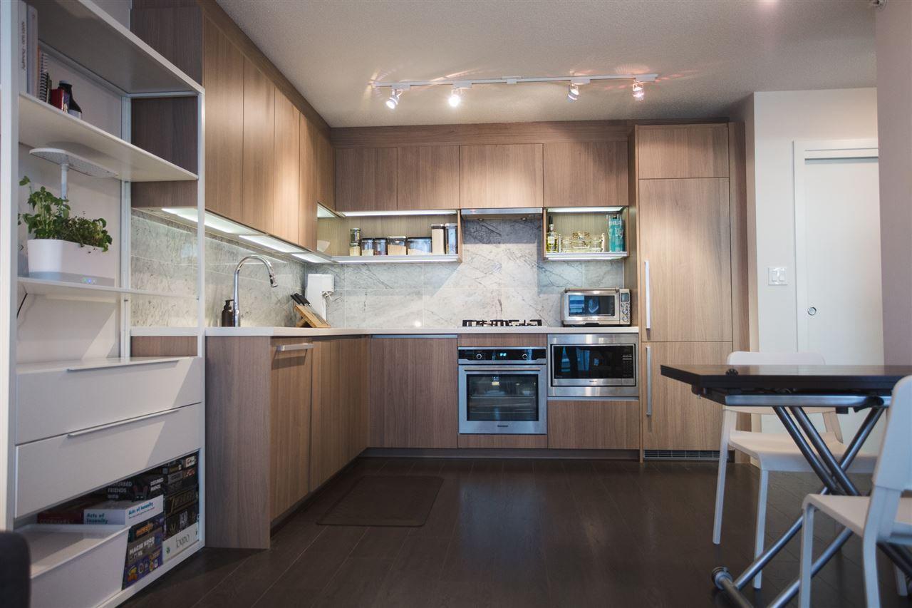Main Photo: 807 13750 100 Avenue in Surrey: Whalley Condo for sale (North Surrey)  : MLS®# R2557475