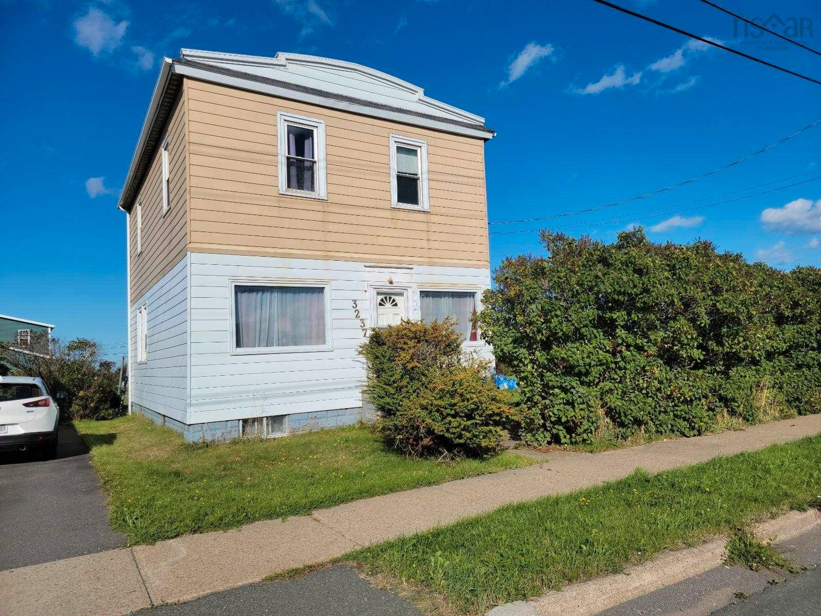 Main Photo: 3237 Hinchey Avenue in New Waterford: 204-New Waterford Residential for sale (Cape Breton)  : MLS®# 202124968