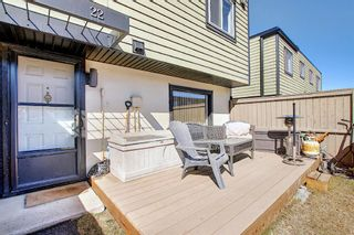 Photo 3: 22 3809 45 Street SW in Calgary: Glenbrook Row/Townhouse for sale : MLS®# A1090876