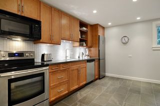 Photo 3: 888 MONTROYAL Boulevard in North Vancouver: Canyon Heights NV House for sale : MLS®# R2134746
