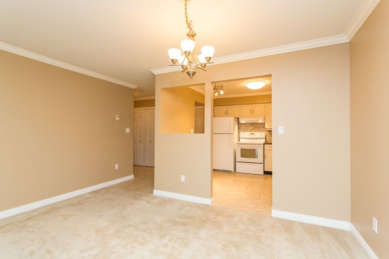 "Photo 13: Photos: 309 1353 VIDAL Street: White Rock Condo for sale in ""SEA PARK WEST"" (South Surrey White Rock)  : MLS®# R2516122"