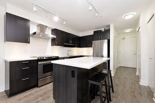 """Photo 7: 402 500 ROYAL Avenue in New Westminster: Downtown NW Condo for sale in """"DOMINION"""" : MLS®# R2501724"""