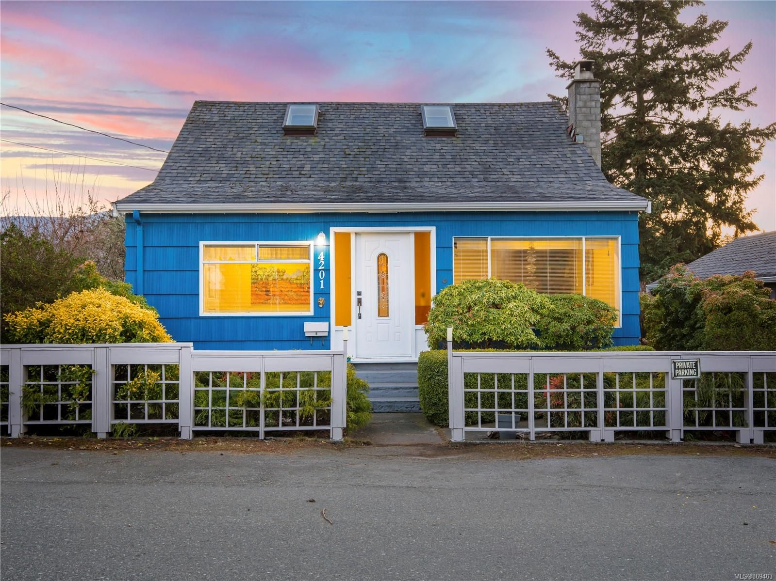 Main Photo: 4201 Victoria Ave in : Na Uplands House for sale (Nanaimo)  : MLS®# 869463