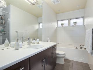 """Photo 13: 8 3750 EDGEMONT Boulevard in North Vancouver: Edgemont Townhouse for sale in """"THE MANOR AT EDGEMONT"""" : MLS®# R2141171"""