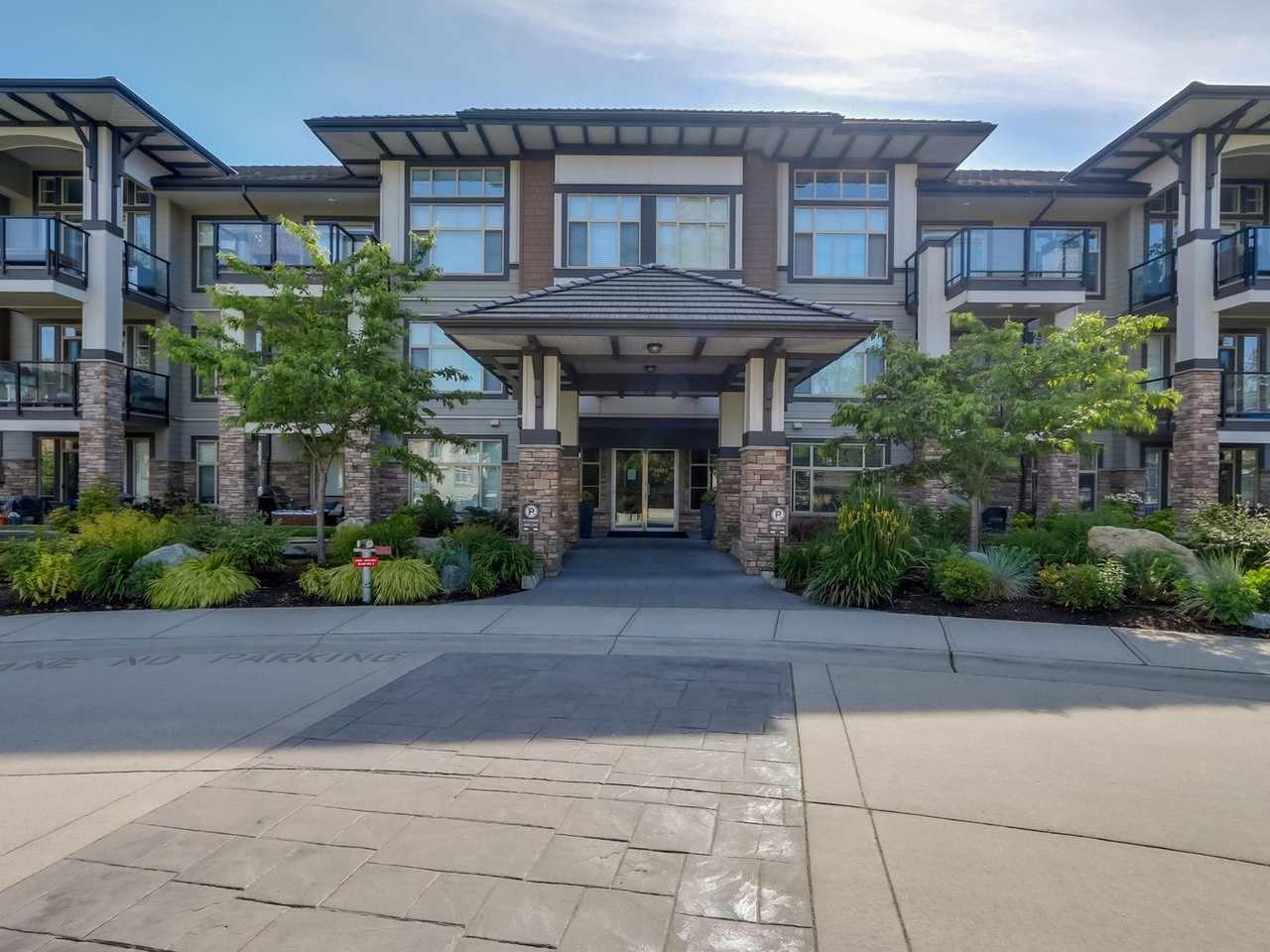 "Main Photo: 211 15185 36 Avenue in Surrey: Morgan Creek Condo for sale in ""EDGEWATER"" (South Surrey White Rock)  : MLS®# R2069499"